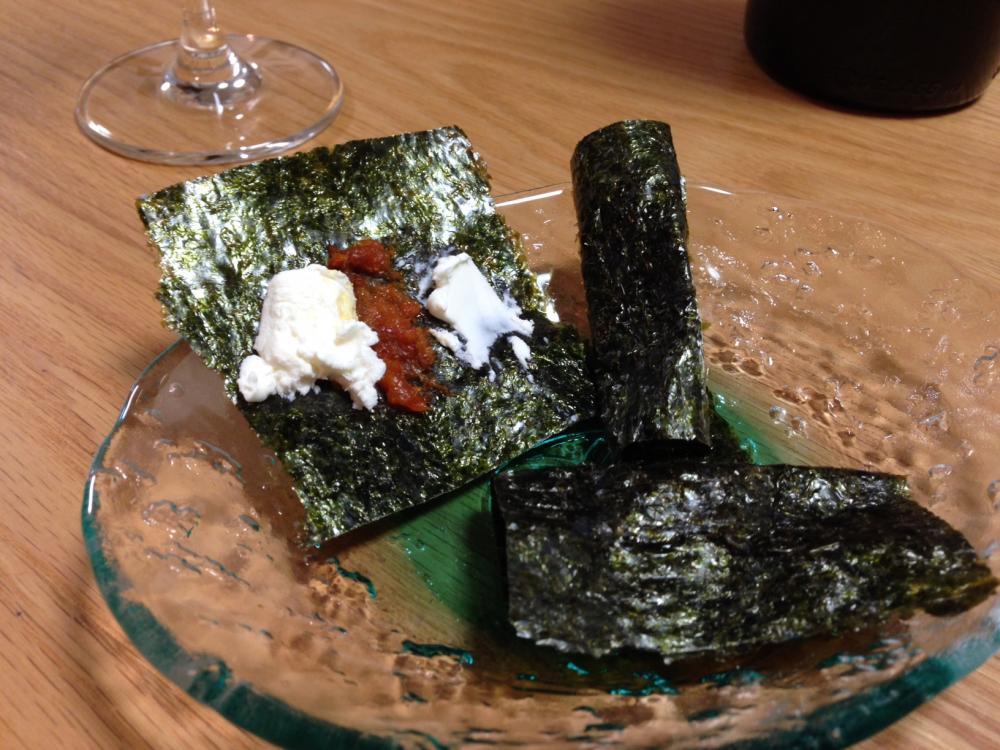 「汐雲丹とクリームチーズの磯辺巻」はすぐにできて手をかけた感も演出できてポイントアップにお勧めのお酒のつまみかと(^^)